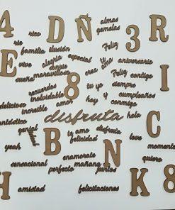 Palabras letras y números de madera