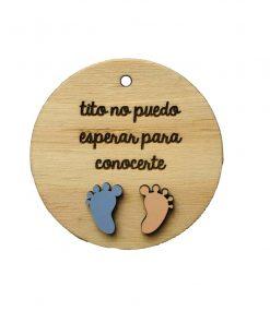 Etiqeutade madera con motivo de bebé